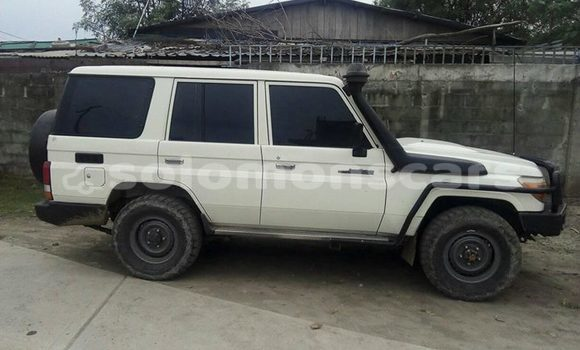 Buy Used Toyota Landcruiser White Car in Honiara in Guadalcanal
